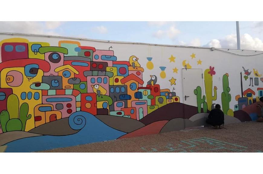 Un nuovo murales per la scuola di Ceip la caleta de Famara a Lanzarote